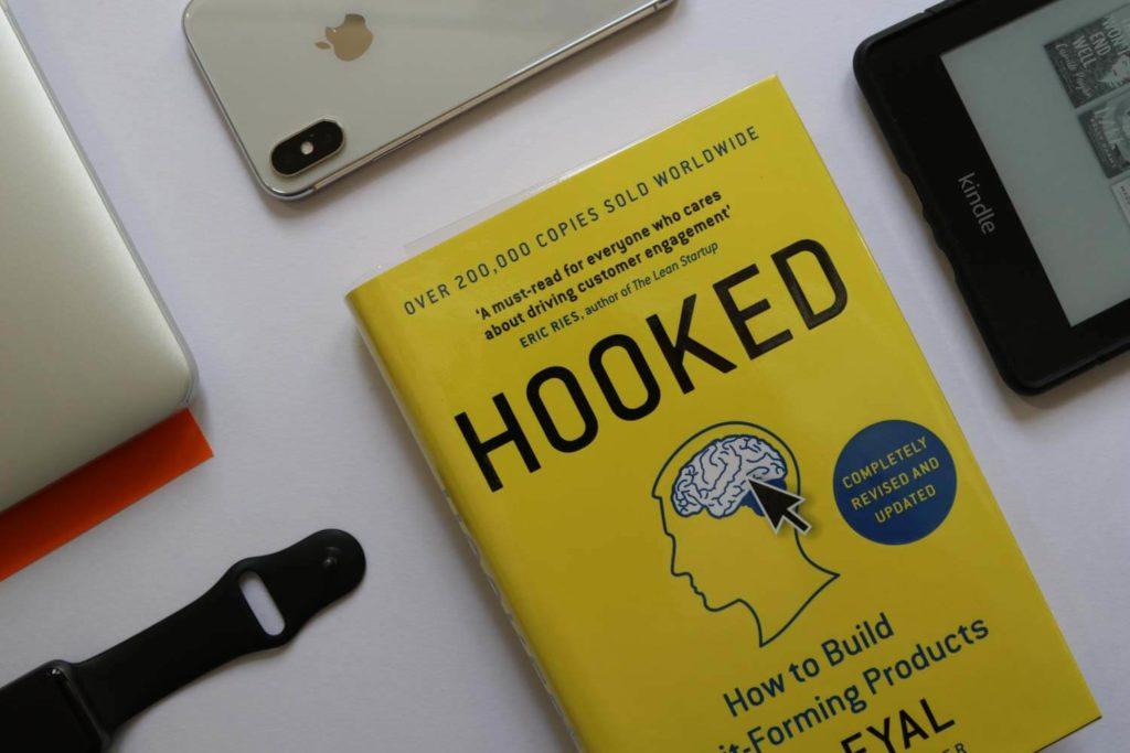 הספר Hooked של ניר אייל