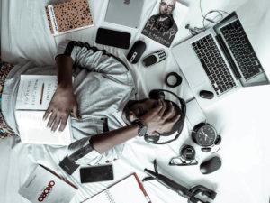 רשתות חברתיות ודפוסי שינה