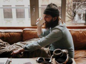 לשתות קפה בנחת